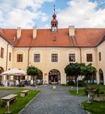 LIVING VENUES – Zámek Čechtice